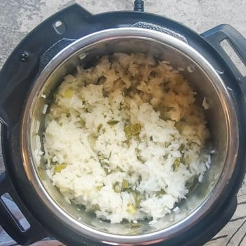 an instant pot with green onion rice in it